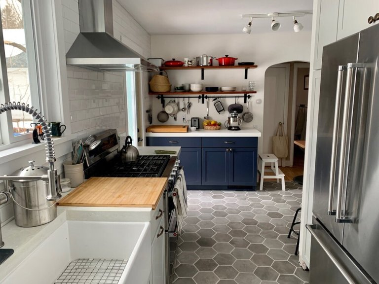 Chelsea's kitchen after the renovation!
